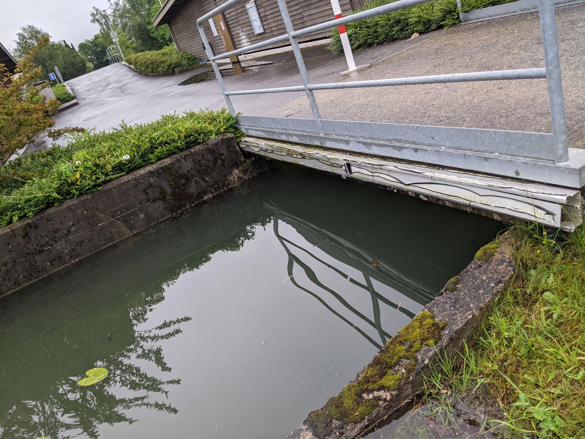 Kein Durchkommen mehr mit dem Boot unter dieser Brücke (Foto: Thomas Müller, 8716.ch)