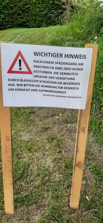 Warnschild welches die Gemeinde am Freitag 23.07.2021 beim Aabach angebracht hat (Foto: Renate Ammann)